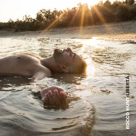 Rocco Hunt, esce il prossimo 30 agosto il nuovo disco di inediti 'Libertà'