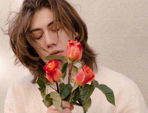 In radio 'La tua stanza piena di fiori' del giovane Nicolò Marangoni