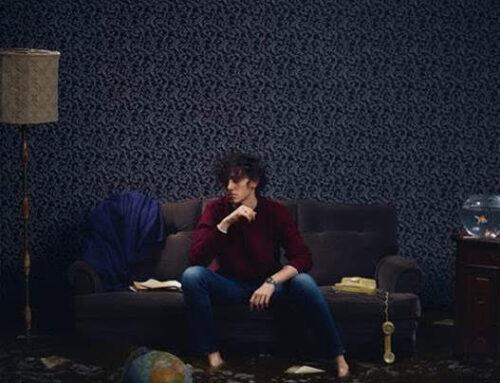'Mantieni il bacio' è l'invito di Michele Bravi in attesa del suo nuovo album 'La geografia del buio'