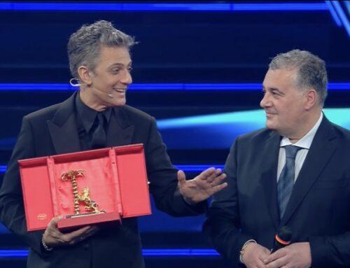 Sanremo, Fiorello riceve il 'Premio Città di Sanremo' che dedica ai lavoratori del festival