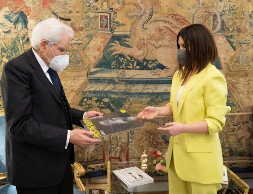 Sergio Mattarella riceve Laura Pausini al Quirinale