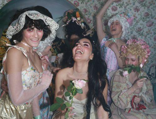 Lolita con il singolo 'Regina' assume una forte posizione contro le discriminazioni di genere