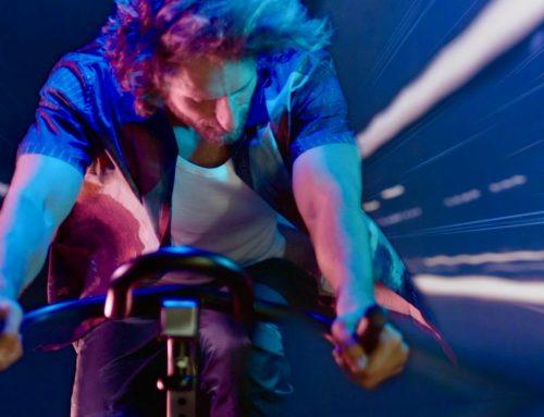 Ilo cantautore bolognese Nicolas Bonazzi con 'La mia cyclette' pedala contro l'immobilità dei tempi oscuri